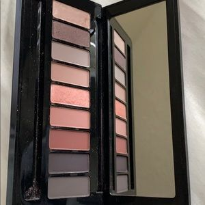 MAC Nutcracker sweet eye shadow palette x9